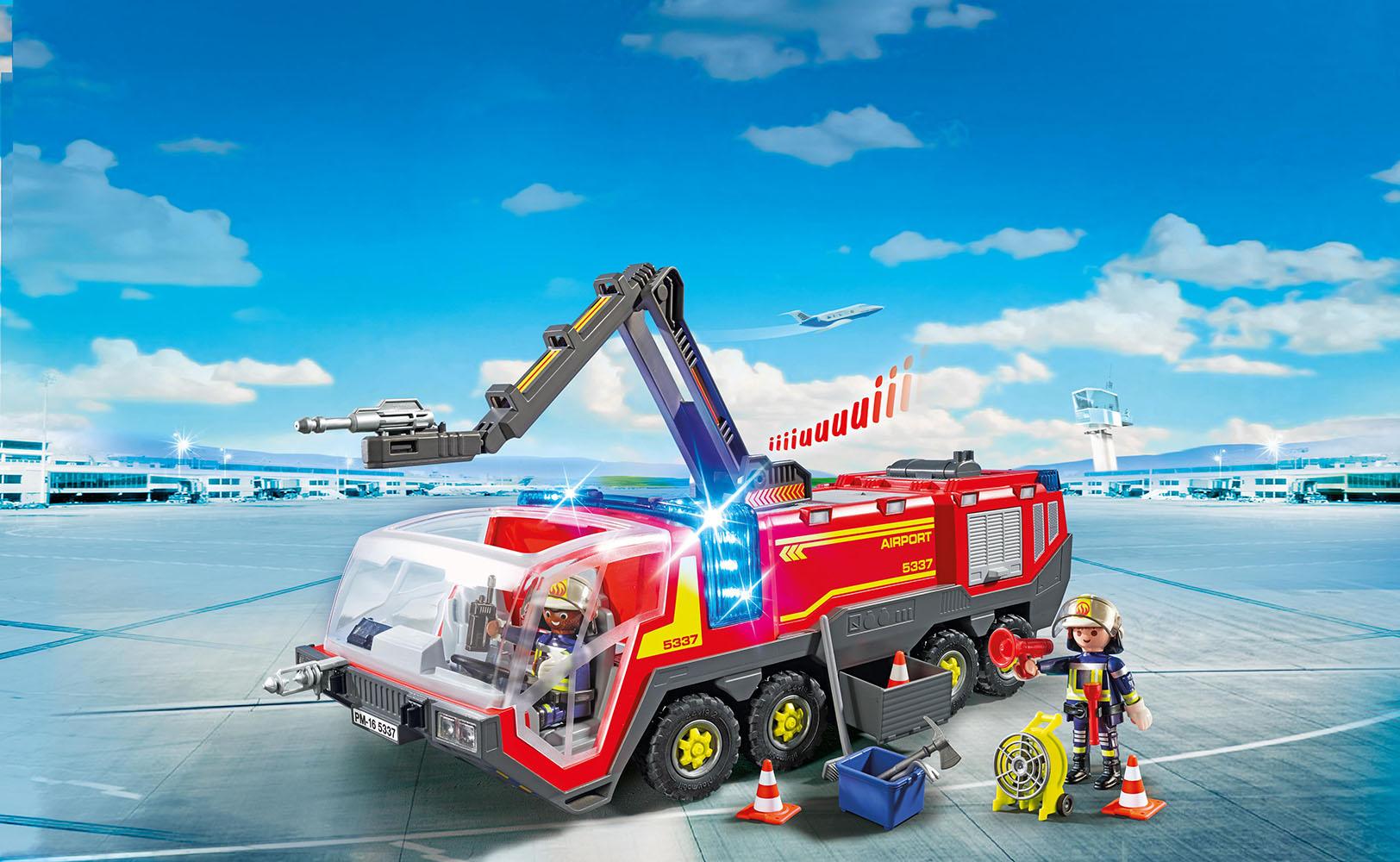 Camion de pompiers avec son et lumieres de l'aeroport