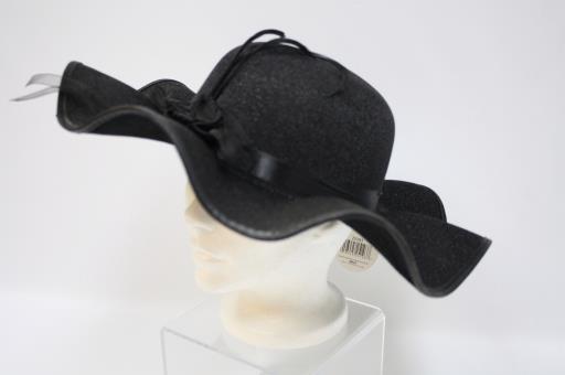 Chapeau noir de femme