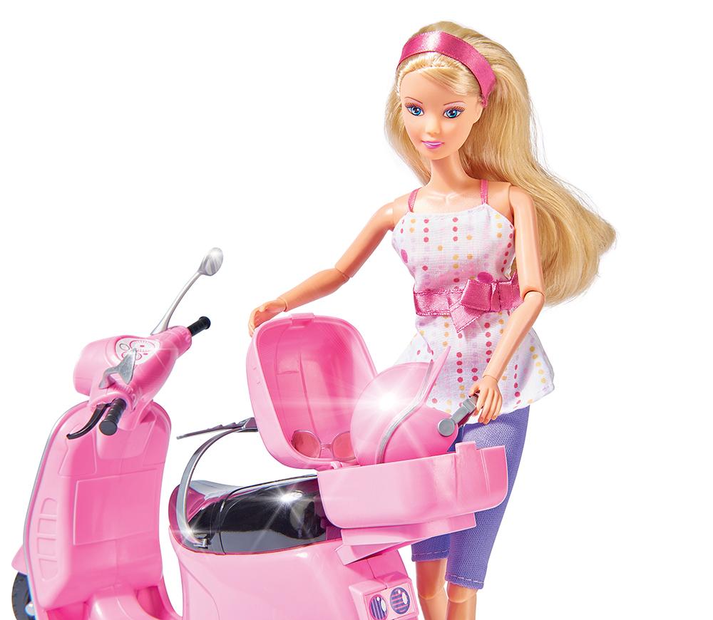 Steffi Love et son scooter